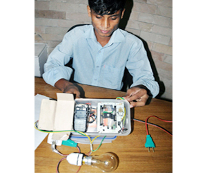 Amirul Islam with his device